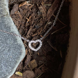 tiny-heart-pendant-wg